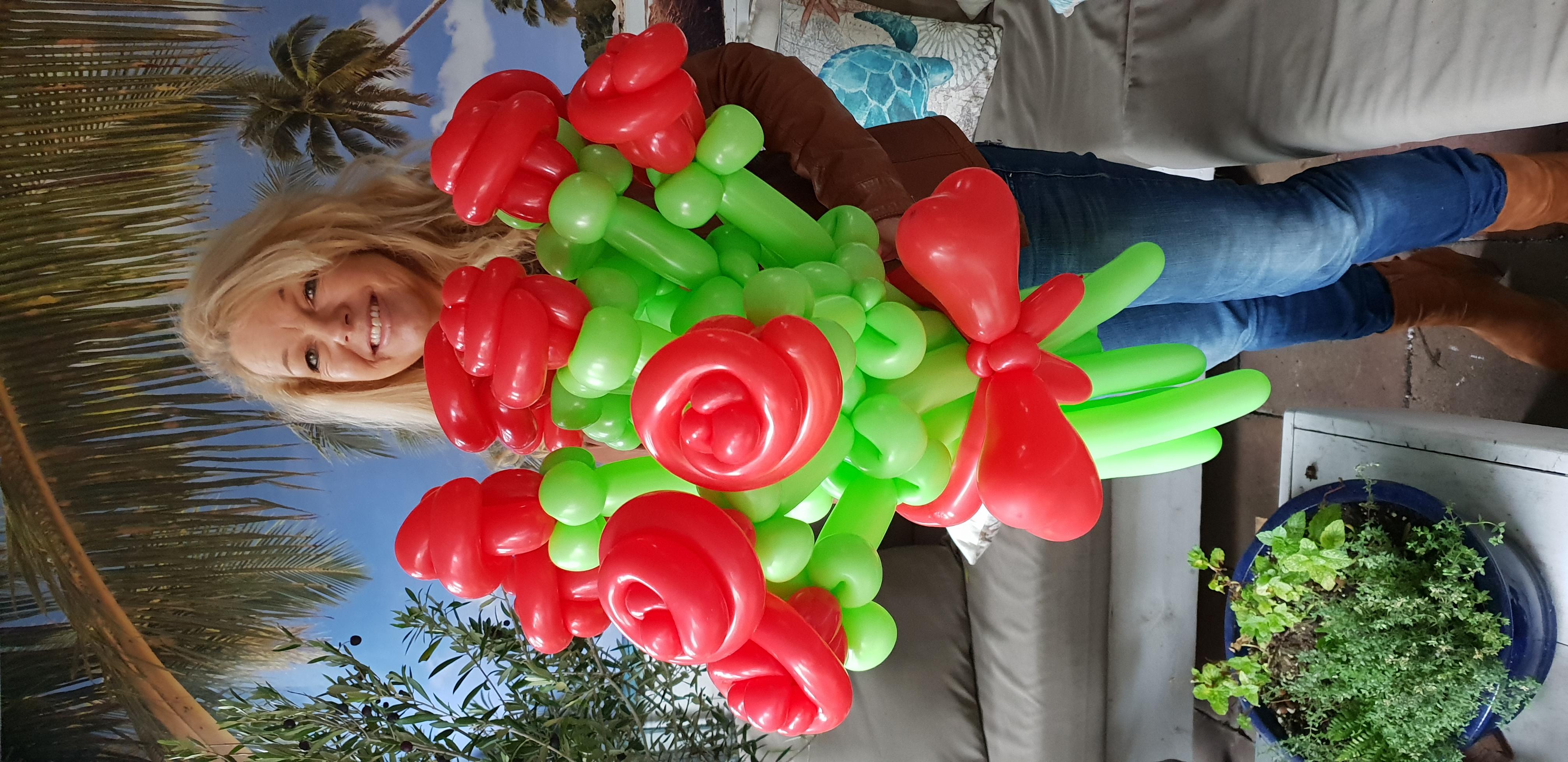 rozen-boeket-van-ballonnen-gemaakt